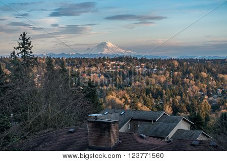 A view of Mount Rainier from Burien Washington.