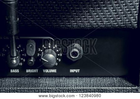 the knob control of the amplifier background.