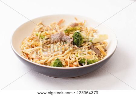 bchow mein with beef sliced and vegetables or chow mien