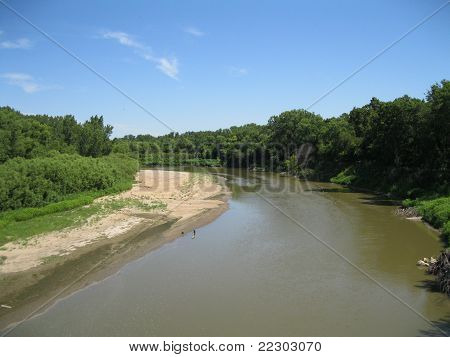 Dobre no pequeno rio azul