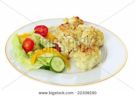 Blumenkohl-Käse und Salat