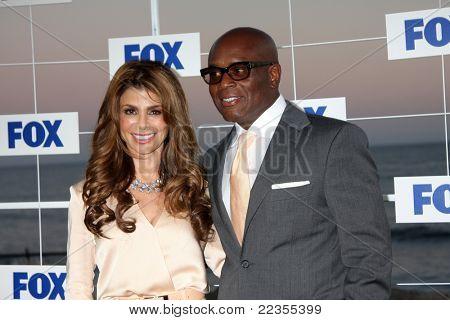 LOS ANGELES - 5 de AUG: Paula Abdul, LA Reid al llegar a la fiesta de FOX TCA verano 2011 en Gladstones o