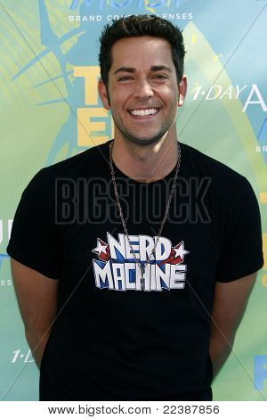 LOS ANGELES - AUG 7:  Zachary Levi arriving at the 2011 Teen Choice Awards at Gibson Amphitheatre on August 7, 2011 in Los Angeles, CA