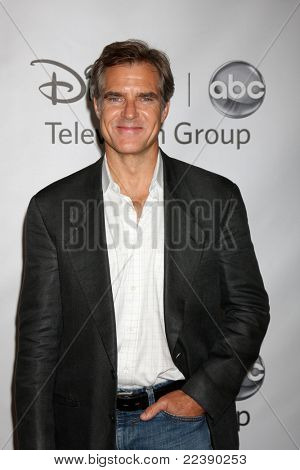 LOS ANGELES - AUG 7:  Henry Czerny arriving at the Disney / ABC Television Group 2011 Summer Press Tour Party at Beverly Hilton Hotel on August 7, 2011 in Beverly Hills, CA