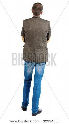 Rückansicht des gut aussehend Geschäftsmann in Anzugjacke vor der selbst suchen. Junge Kerl in Jeans ein