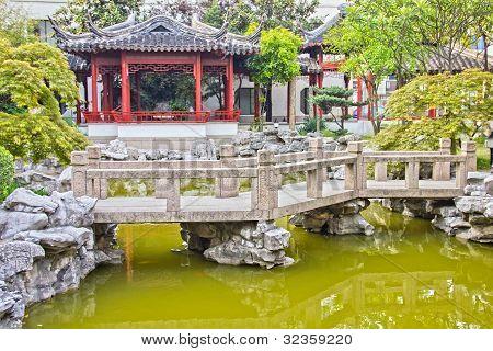 Típico jardín asiático