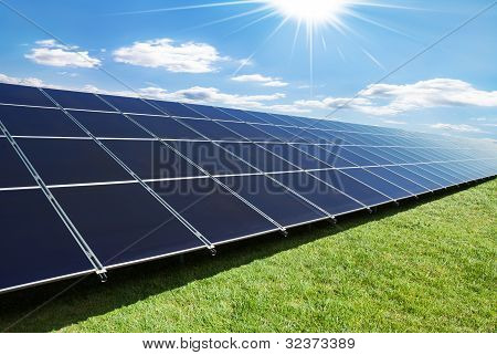 Linha de painéis solares