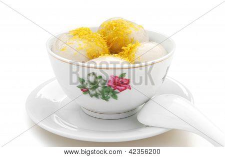 Chino glutinoso arroz bolas crisantemo pétalo con Clipping Path, ningún Logo o marca registrada para el arco