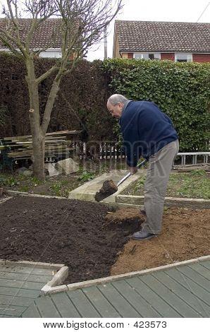 Jardín de excavación de hombre