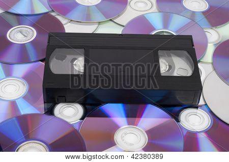 CD vs VHS. Fita VHS leigos nos muitos discos CD