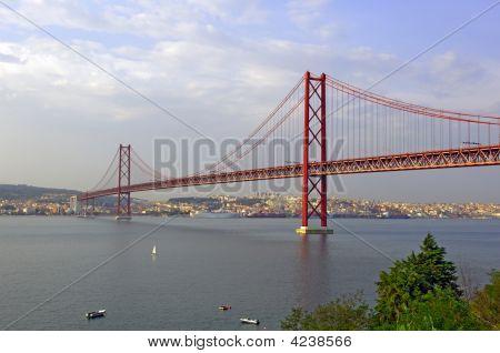 Portugal, Lisbon: 25 Abril Bridge