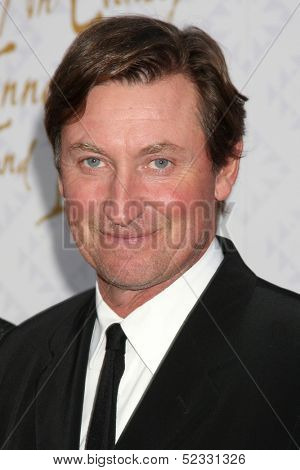 LOS ANGELES - OCT 13:  Wayne Gertzky at the 10th Alfred Mann Foundation Gala at Robinson-May Lot on October 13, 2013 in Beverly Hills, CA