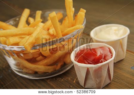 French fries with a choice of ketchup and mayonnaise