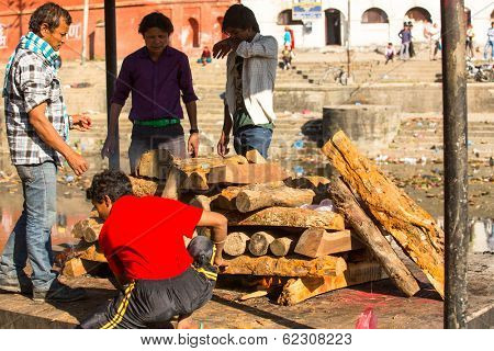 KATHMANDU, NEPAL - DEC 3, 2013: Unidentified local people during the cremation ceremony along the holy Bagmati River in Bhasmeshvar Ghat at Pashupatinath temple in Kathmandu.