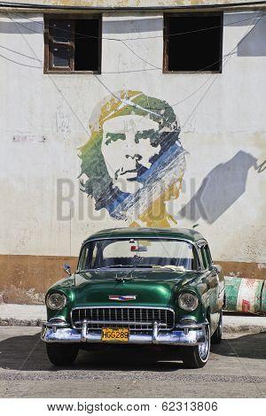 Green Classic Cuban Car And Che Mural