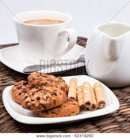 coffee with milk and cookies
