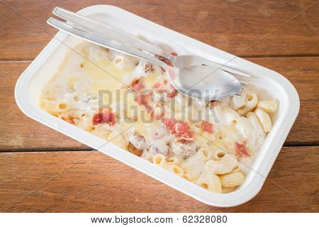 Macaroni Cheese With Pork Ball And Ham