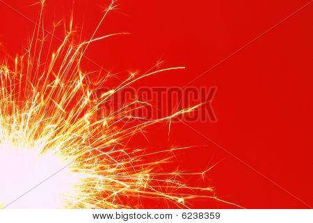 Weihnachten Sparkler auf rotem Hintergrund
