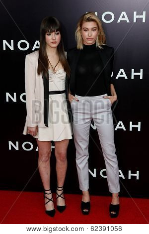 NEW YORK-MAR 26: Models Alaia Baldwin and Hailey Baldwin (R) attend the premiere of