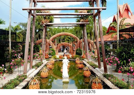 Pattaya, Thailand - September 7: The Sculptures Made From The Pots In Nong Nooch Tropical Garden And