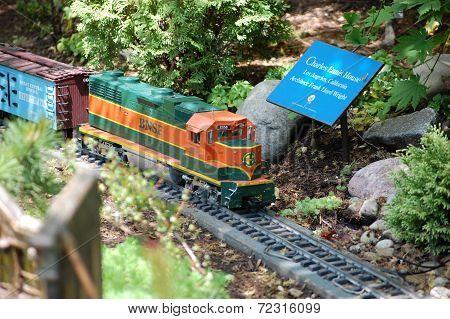 Train at Botanic Gardens