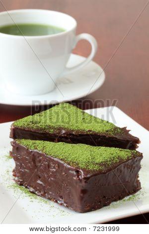 Chocolate Cake With Green Tea Powder