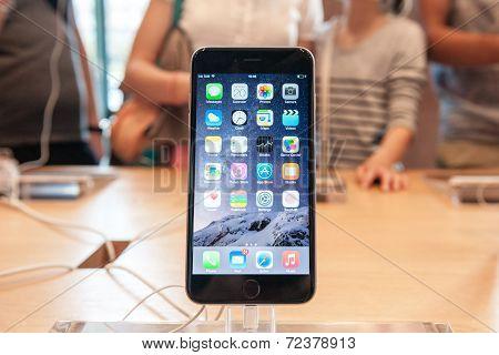 New iPhone 6 smartphone