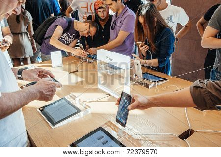 Customers admiring the new iPhone 6
