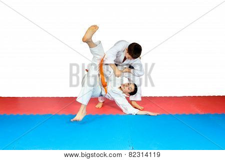 Throws judo perfoming athletes in judogi