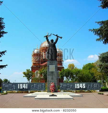 a monument to Soviet soldiers 1941 - 1945
