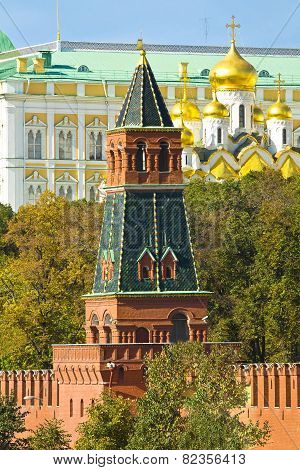 Moscow, Kremlin Tower And Annunciation Cathedral