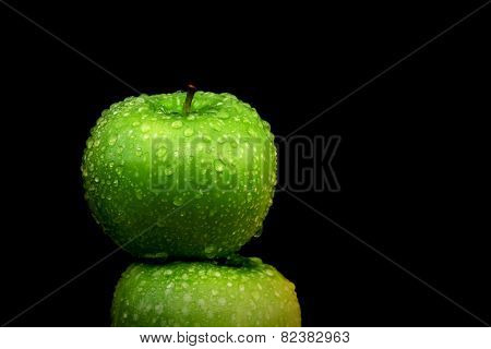 Green wet apple