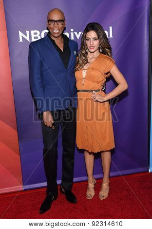 LOS ANGELES - APR 02:  RuPaul (Andre Charles)aul & Sandra Vergara arrives to the NBCUniversal's Summer Press Day 2015  on April 02, 2015 in Hollywood, CA