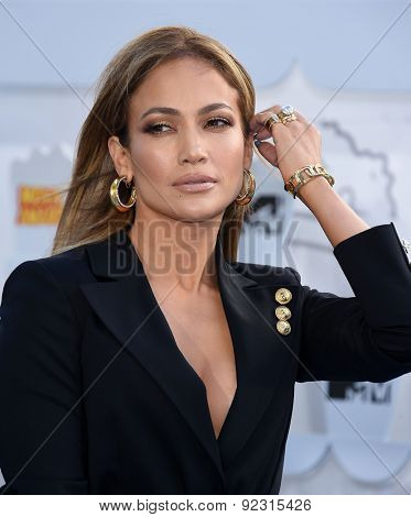 LOS ANGELES - APR 12:  Jennifer Lopez arrives to the MTV Movie Awards 2015  on April 12, 2015 in Hollywood, CA