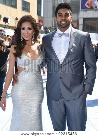 LOS ANGELES - APR 12:  Farrah Abraham & Simon Saran arrives to the MTV Movie Awards 2015  on April 12, 2015 in Hollywood, CA