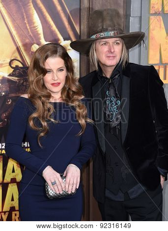 LOS ANGELES - MAY 07:  Lisa Marie Presley & Michael Lockwood arrives to the
