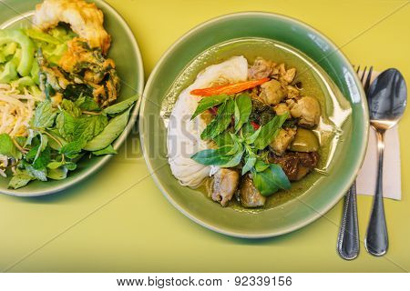 Chicken Green Curry Sauce With Rice Noodles