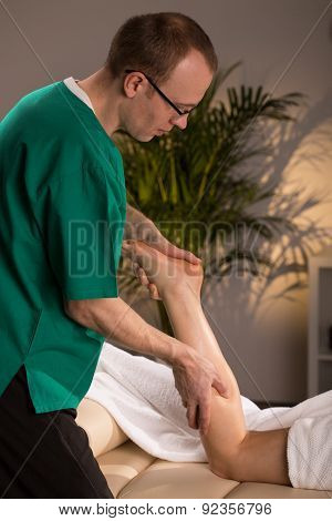 Masseur And Calf Massage