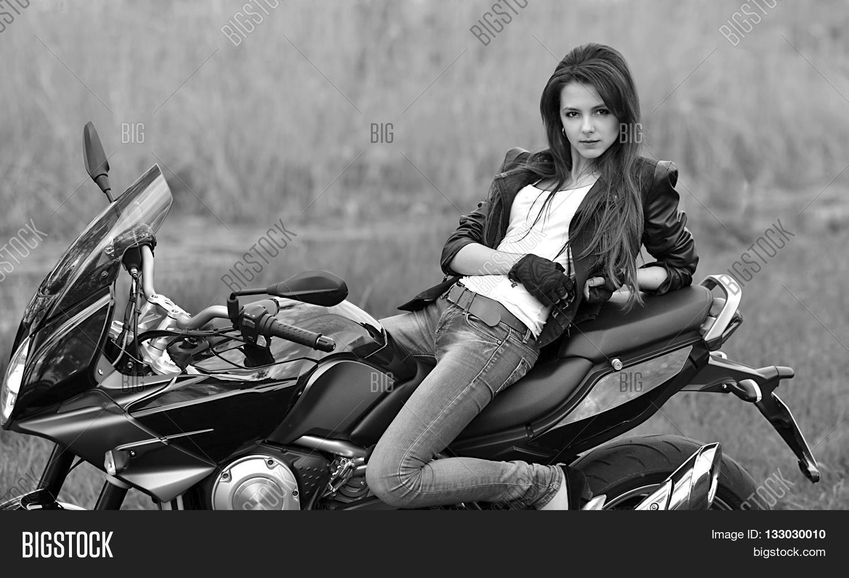 Девушка и байкер фото