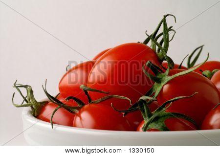 Prato com tomates-cereja (Horizontal)