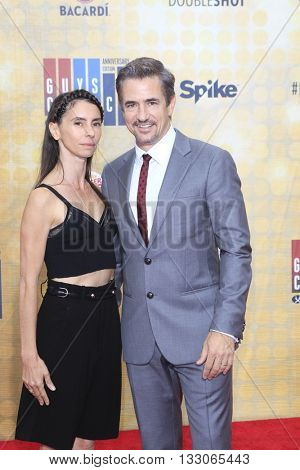 LOS ANGELES - JUN 4:  Tharita Cesaroni, Dermot Mulroney at the 10th Annual Guys Choice Awards at the Sony Pictures Studios on June 4, 2016 in Culver City, CA