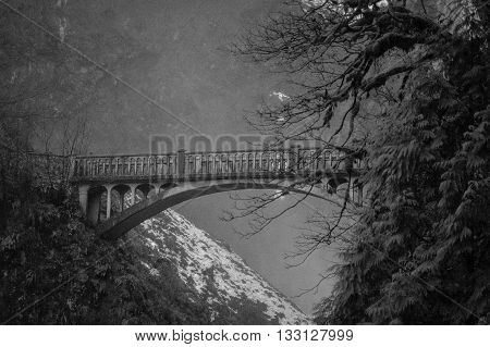 Bridge on the way up to Multnomah falls