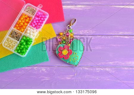 Felt green heart keychain with embroidered pink flower and beads. Organizer with colorful beads and metal pendants. Felt kit. Wool heart ornament. Wedding love heart key rings. Creative craft project