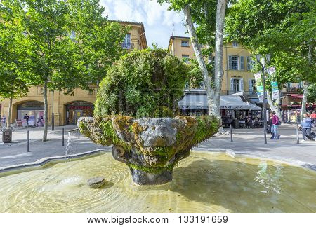 Nince Cannon Fontain In Aix En Provence