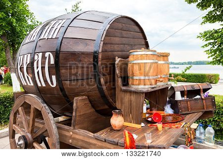 SAMARA RUSSIA - JUNE 4 2016: Sale traditional Russian kvass from wooden barrels at the city embankment. Text in russian: