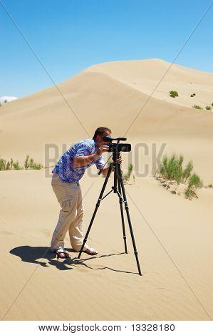 O operador de vídeo no deserto