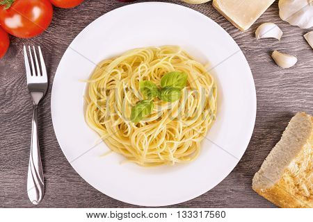 Plate of cooked spaghetti pasta in plate.