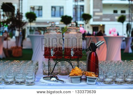 Aperol cocktail preparation in a buffet table