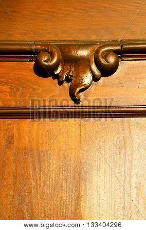 Incision  House Door    In Italy