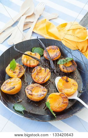 Grilled apricots with honey and vanilla beans